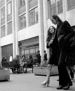 Fashionable 70s couple (paternoster Square, London)